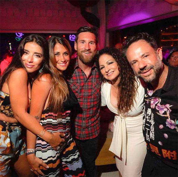 Messi và vợ chụp ảnh cùng