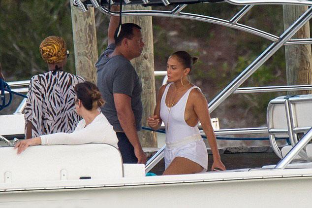 J.Lo hơn ngôi sao bóng chày 6tuổi nhưng hai người không hề chênh lệch về ngoại hình.
