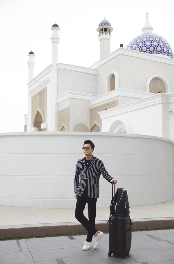 Nam ca sĩ dự định đi thăm các thánh đường Hồi giáo lộng lẫy và tìm hiểu về văn hóa của vương quốc Bruinei.