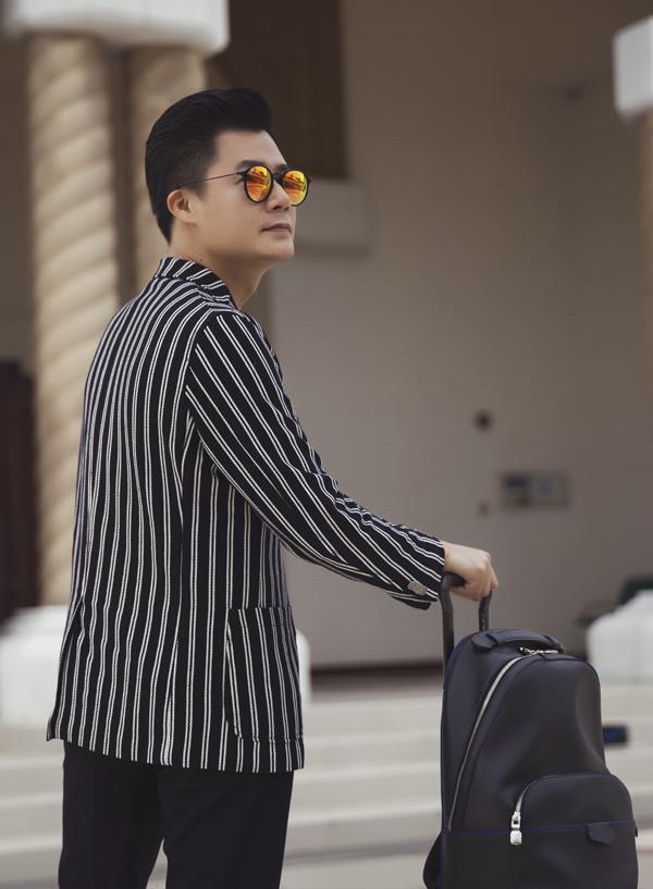 Quang Dũng sẽ đất nước này 4 ngày để tham quan, nghỉ dưỡng kết hợp chụp ảnh thời trang cho một tạp chí. Anh được bố trí nghỉ ngơi tại khách sạn 6 sao lớn nhất Brunei.