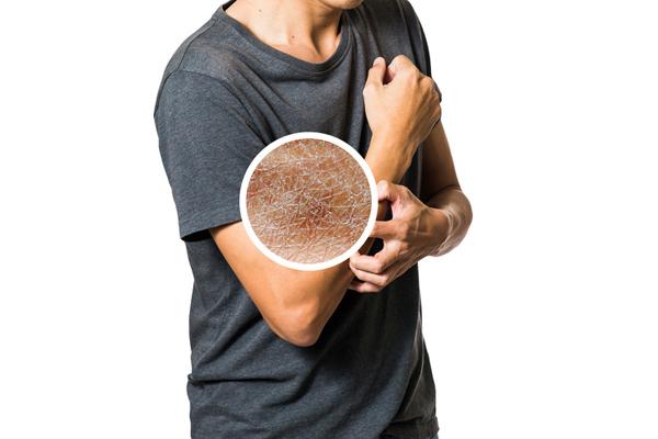 Không dưỡng da sau khi tắm Sử dụng kem dưỡng da sau khi tắm sẽ giúp da mềm mại hơn. Không dùng kem dưỡng, đặc biệt là trong mùa đông, khiến da khô nẻ, kém săn chắc.