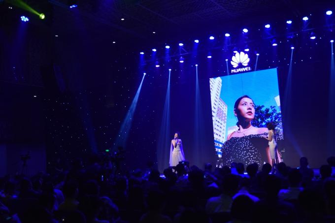 Chi Pu cho biết rất hài lòng với tính nghệ thuật của bức ảnh chụp bằng Nova 3i. Ảnh: Huawei.