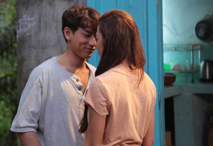 Đóng cặp với Isaac trong phim mới là chân dài Phan Ngân từng thi The Face 2017 và Sing my song 2018. Cặp đôi có những pha tình tứ trên màn ảnh rộng.