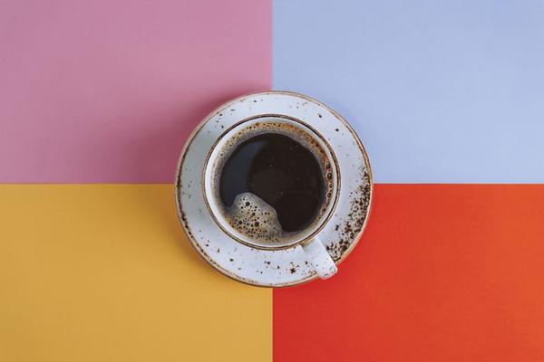 Cà phê Uống cà phê trước khi tập luyện sẽ giúp bạn đẩy nhanh quá trình đốt cháy calo nhưng nếu uống sau khi tập luyện, nó có thể khiến cơ thể mất nước.