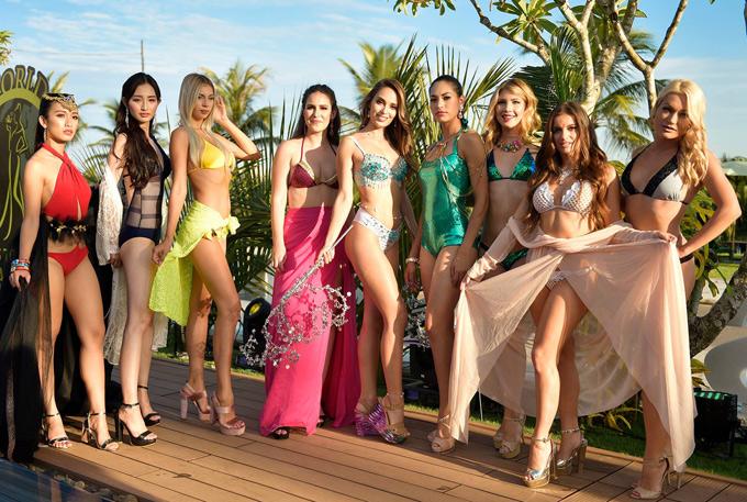 Hôm nay (30/7) các cô gái cóbuổi ghi hình cuối cùng tại Hội An với trang phục dạo biển.Sau đó họ tham gia một chuyến từ thiện và khám phá vẻ đẹp của Quảng Nam, Đà Nẵng trước khi sang Thái Lan bắt đầu các vòng thicủa Hoa hậu Đại sứ Du lịch Thế giới 2018.