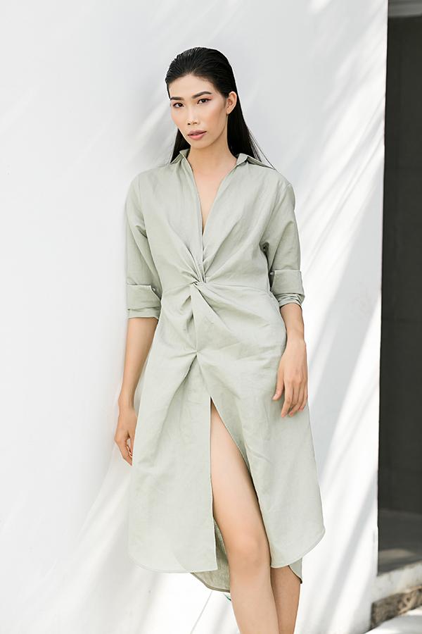 Trang phục dành cho những ngày hè đang chuẩn dần sang thu được đan xen giữa phong cách sexy và thanh lịch.