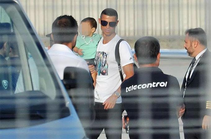 C. Ronaldo không tham dự chuyến du dấu tại Mỹ cùng Juventus. Anh đến Trung Quốc để quảng bá cho thương hiệu cá nhân CR7. Thủ quân tuyển Bồ Đào Nha được cho nghỉ thêm sau khi dự World Cup 2018.