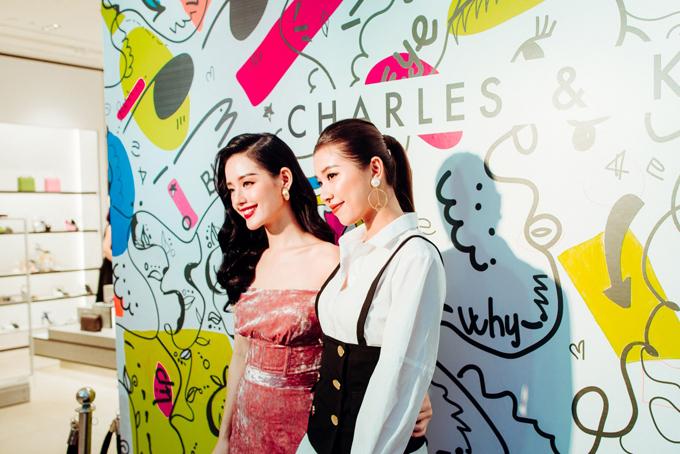 Thương hiệu thời trang phụ kiện Charles & Keith vừakhai trương cửa hàng thứ 15 tại Vincom Mega Mall Royal City Hà Nội với không gian sang trọng, thanh lịch. Sở hữu diện tích rộng lớn, các khu trưng bày của cửa hàng được sắp xếp phù hợp chủ đề, màu sắc và xu hướng theo từng bộ sưu tập của mỗi mùa, giúp khách hàng dễ dàng tìm được món đồ phụ kiện yêu thích.