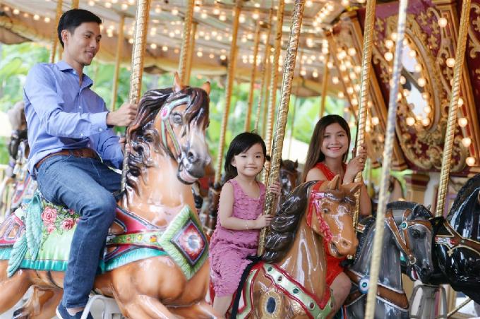 Với không gian xanh mát của hàng nghìn cây xanh và gần 100 trò chơi trong nhà và ngoài trời dành cho mọi đối tượng, Sun World Danang Wonders cũng đem đến cho du khách những bữa tiệc nghệ thuật thịnh soạn với các lễ hội diễn ra quanh năm sôi động và đầy màu sắc.