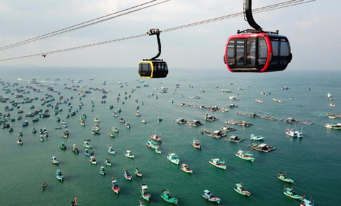 Hay là chuyến du ngoạn lướt trên mặt biển xanh ngọc bích của Phú Quốc trên cáp treo Hòn Thơm dài nhất thế giới&