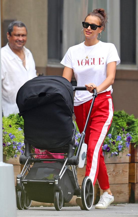 Irina Shayk dành cả hai ngày cuối tuần ở bên con gái nhỏ.