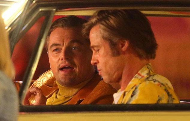 Trước đó, Leonardo DiCaprio xuất hiện với phong cách cổ điển trên trường quay Once Upon A Time In Hollywood cạnh Brad Pitt.