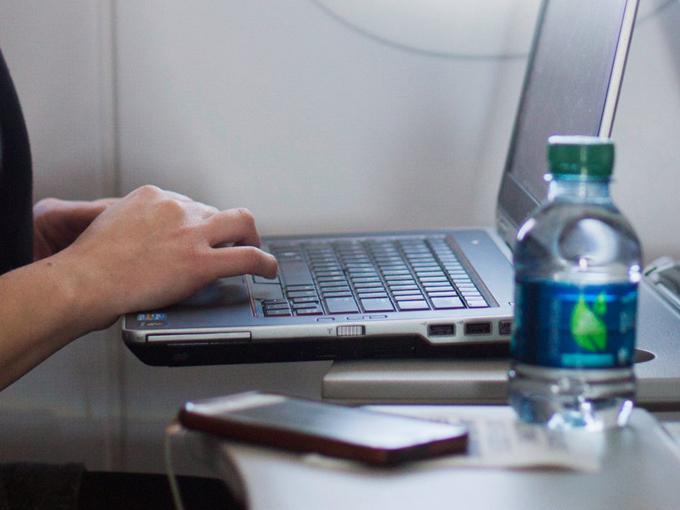 11 yếu tố khiến bữa ăn trên máy bay mất ngon mà bạn không ngờ tới - 1