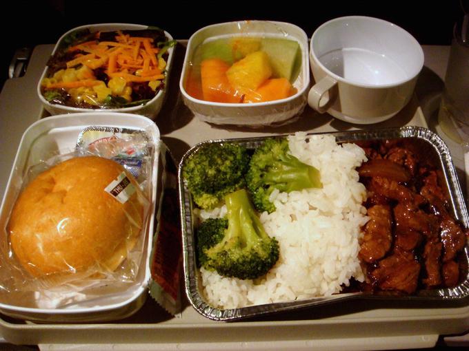 11 yếu tố khiến bữa ăn trên máy bay mất ngon mà bạn không ngờ tới - 2