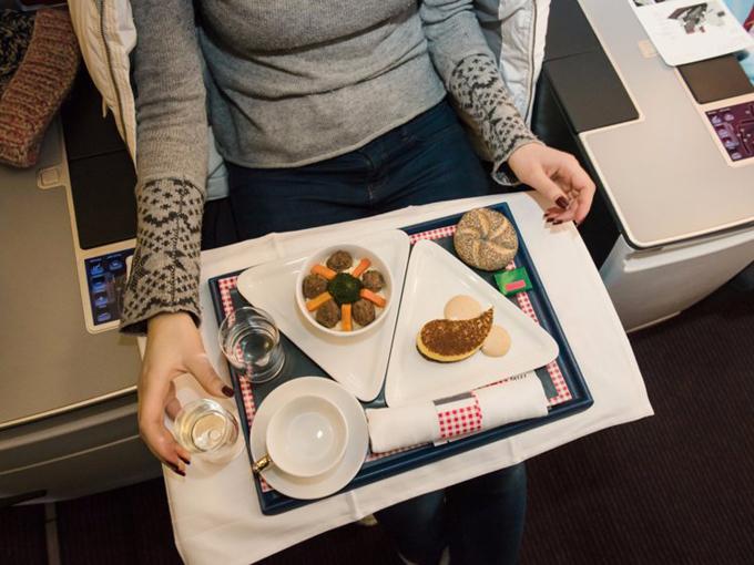 11 yếu tố khiến bữa ăn trên máy bay mất ngon mà bạn không ngờ tới - 7