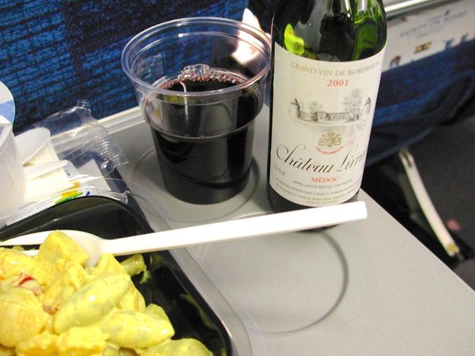 11 yếu tố khiến bữa ăn trên máy bay mất ngon mà bạn không ngờ tới - 10