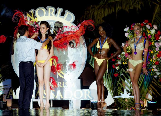 Kết quả, Phan Thị Mơ được trao huy chương vàng dành cho Thí sinh trình diễn bikini tự thiết kế đẹp nhất. Người đẹp Haiti giành huy chương bạc còn đại diện của Kiev về thứ ba với huy chương đồng. Giải thưởng trong đêm thi này chỉ mang tính khích lệ tinh thần thí sinh, không tính vào điểm thi chính thức.