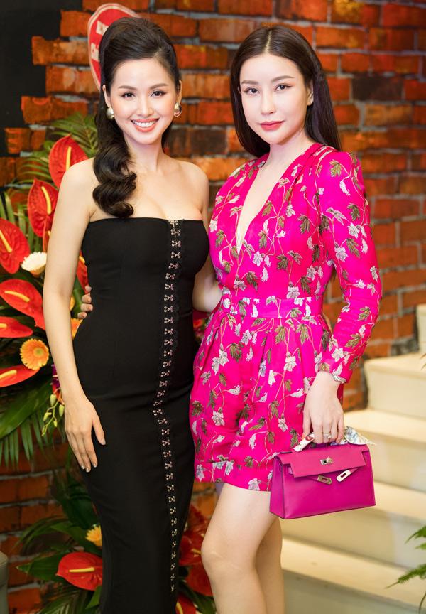 Cựu hot girl chụp ảnh cùng Hoa hậu Lam Cúc.