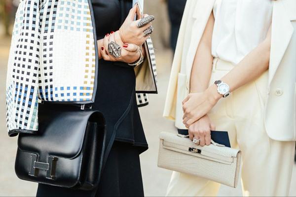 Túi Constance: Chiếc túi được thiết kế lần đầu vào năm 1969 bởi nghệ sĩ Catherine Chaillet và gắn với biểu tượng thời trang Jacqueline Kennedy Onassis.