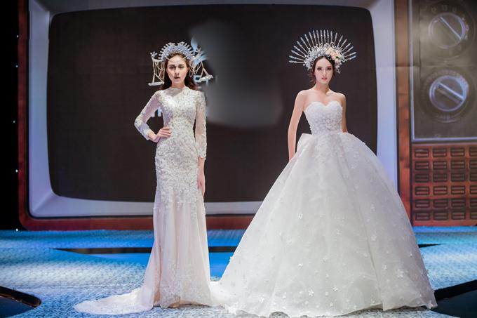 Hai mẫu thiết kế giúp cô dâu dễ dàng di chuyển trong sảnh tiệc lớn. Mẫu váy dáng sheath (trái) hợp với tiết trời thu với kiểu tay dài, nhưng không kém phần gợi cảm, quyến rũ nhờ ôm trọn các đường cong trên cơ thể.