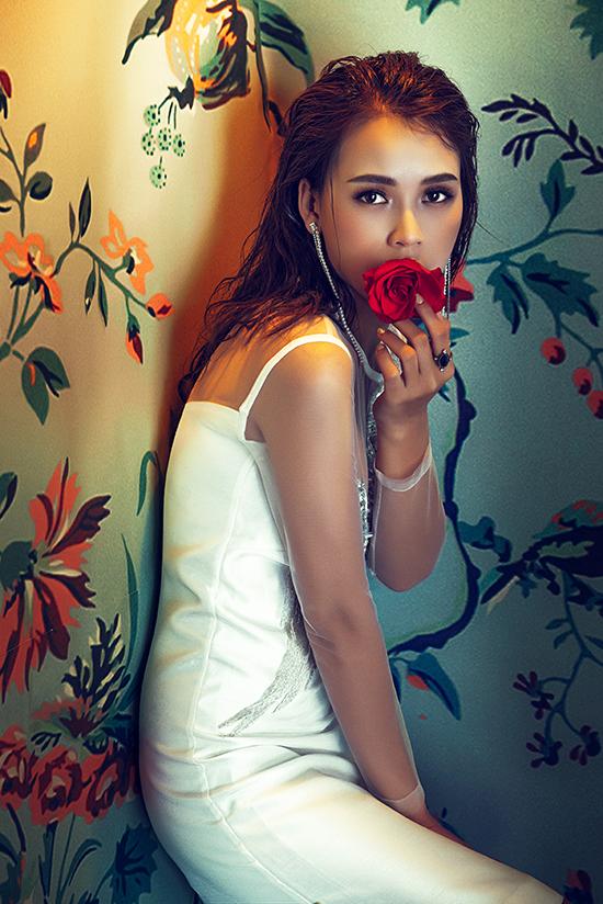 Bộ ảnh được thực hiện với sự hỗ trợ của nhiếp ảnh Trí Nghĩa, trang điểm Hiwon, làm tóc  Hiwon Hair: Hồng Ngọc Stylist: Phạm Bảo Luận Photo: Trí nghĩa
