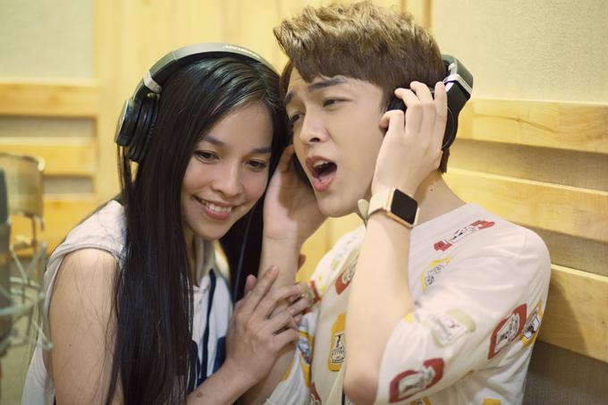 Hiền Thục đánh giá Khánh Hoàng có cách xử lý ca khúc tinh tế, dễ đi vào lòng người. Sau buổi thu âm, nữ ca sĩ chuẩn bị sang Mỹ lưu diễn dài ngày.