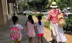 Lê Tư bình yên bên ba con gái