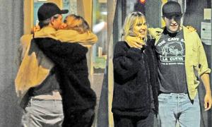 Robert Pattinson hẹn hò bạn gái cũ của Bradley Cooper