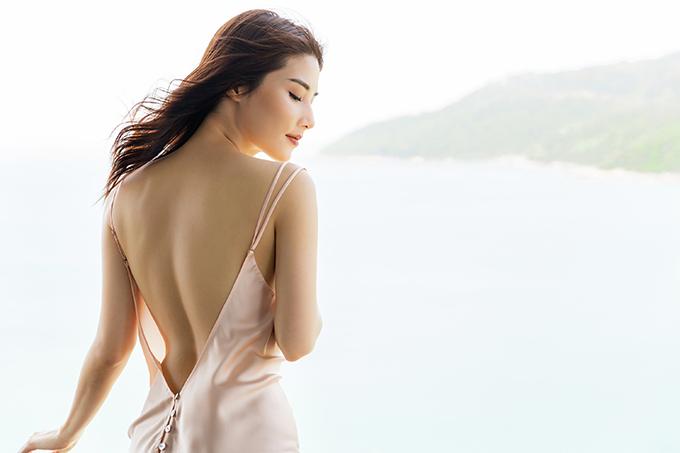 Theo Diễm My, người phụ nữ tinh tế là người sở hữu những chiếc đầm ngủ, pijamalụa thiết kế riêng có đường nét trang trí tỉ mỉ, và những khoảng hở giúp họ đốt mắt đối phương.