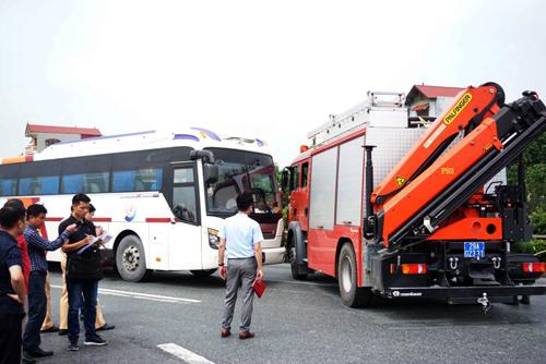 Hình ảnh cảnh sát thực nghiệm lại hiện trường. Ảnh: Nguyễn Định.