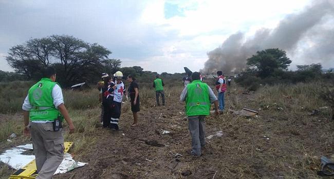 Những người không bị thương tự tìm đường ra cho mình, đồng thời hỗ trợ cả lực lượng cứu hộ để giúp đỡ những người khác.
