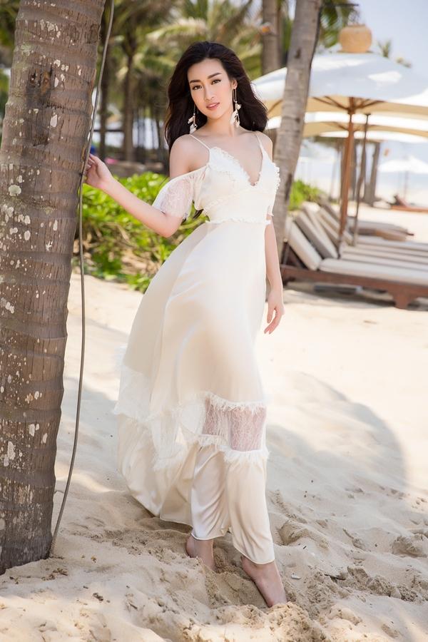 Mỹ Linh khoe nhan sắc cuốn hút. Tại cuộc thi Hoa hậu Việt Nam 2018, cô bận rộn với vai trò ban giám khảo, đánh giá nhan sắc các đàn em.