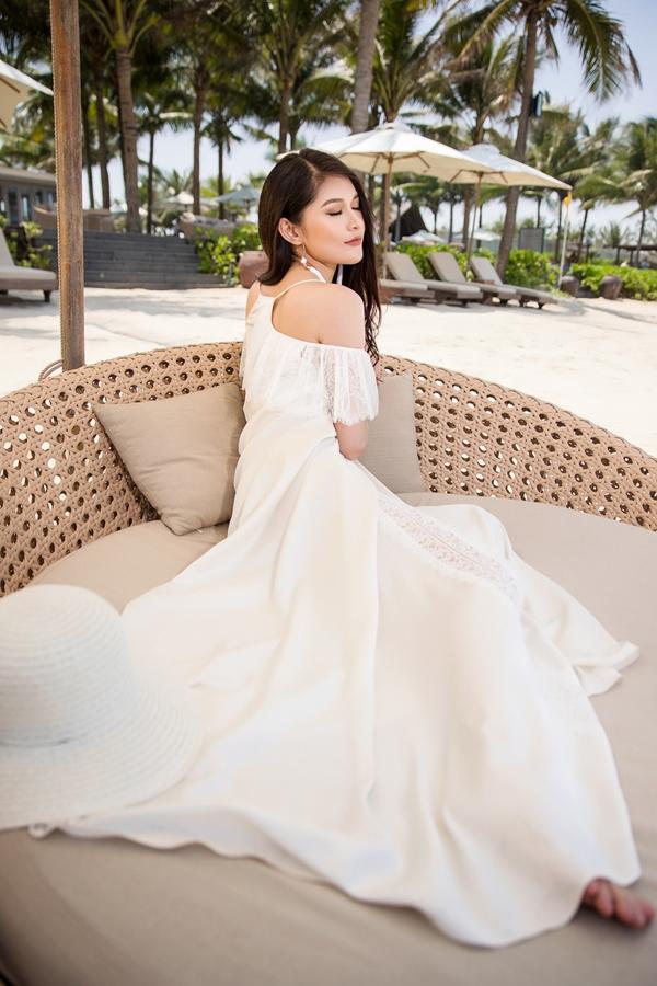 Á hậu Thùy Dung dành hầu hết thời gian cho việc học sau đăng quang. Cô vừa tốt nghiệp chuyên ngành Tài chính Quốc tế, Đại học Ngoại thương TP HCM.
