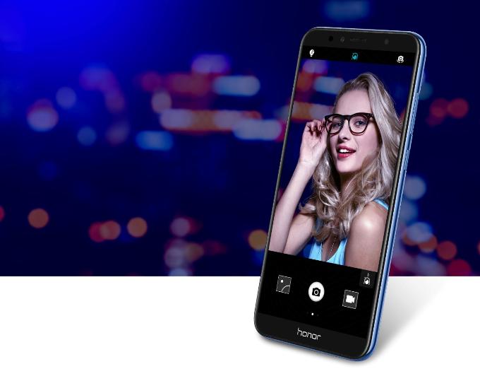 Smartphone với nhiều tính năng: chiếc điện thoại được xem là vật bất ly thân của các cô nàng và nó cần đáp ứng đầy đủ tính năng cần thiết như chụp hình, chơi game, lướt web, thiết kế thời thượng... Honor 7A có mức giá chỉ ba triệu đồng nhưng được trang bị tính năng mở khóa bằng khuôn mặt (Face Unlock) sành điệu, màn hình viền mỏng Fullview thời thượng cùng tỷ lệ màn hình 18:9 giúp trải nghiệm thị giác của người dùng sẽ chân thật hơn nhiều với hình ảnh hiển thị rực rỡ và sắc nét. Camera cũng là điểm nhấn trên máy với Selfie Toning Light hỗ trợ chụp ảnh ngay cả trong điều kiện thiếu ánh sáng, cho phép các nàng tha hồ selfie mọi lúc mọi nơi. Bên cạnh đó, tính năng độc đáo Party mode cho phép các bạn trẻ tạo ra một môi trường sẻ chia âm nhạc, có thể kết nối 9 chiếc smartphone và phát một bài hát cùng một thời điểm.
