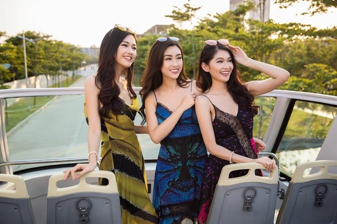 Top 3 Hoa hậu Việt Nam 2016 luôn gắn bóvới nhau trong các hoạt động suốt hai năm qua. Mỗi lần hội ngộ, họ đều tâm sự công việc, cuộc sống và thường hẹn hò nhau ăn uống. Trong chuyến chụp hình này, sau khi kết thúc, cả ba quyết định dành thời gian khám phá thêm cảnh đẹp và ẩm thực tại Hội An.
