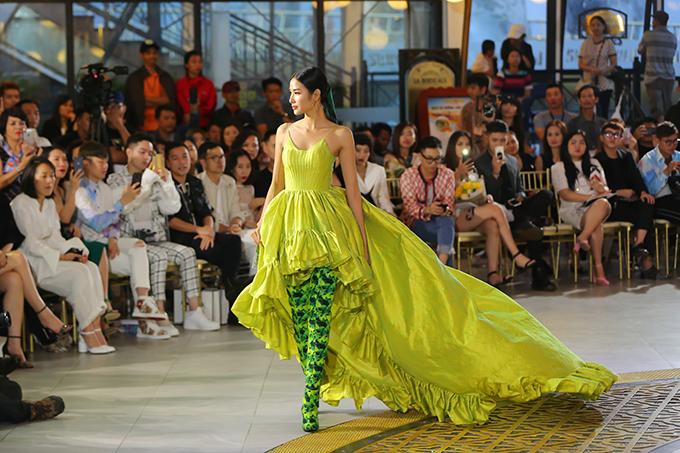 Bộ sưu tập Green Code của Lê Thanh Hoà được lấy cảm hứng bởi sự hồi sinh của chồi xanh từ khô cằn.