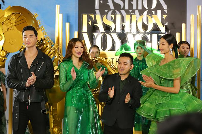 Nguyễn Văn Sơn, Thanh Hằng, Lê Thanh Hoà, Hoàng Thuỳ và các người mẫu xuất hiện trong phần cuối chương trình.
