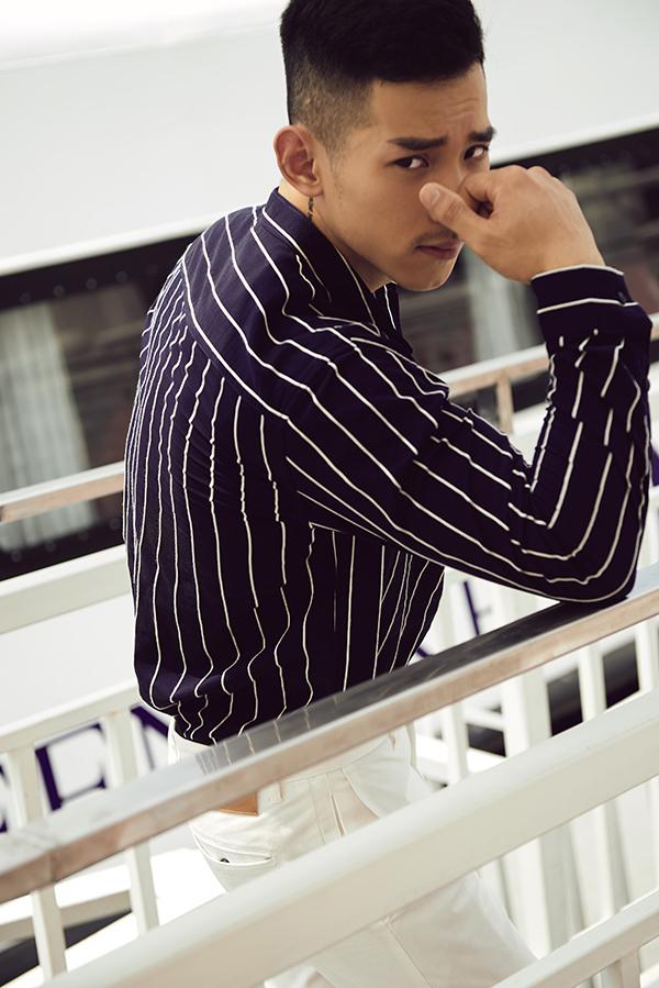 Sơ mi là trang phục quen thuộc của nam giới.Các nhà mốt thường sử dụng các tông màu và hoạ tiết để mang đến sức hút mới cho món đồ này.