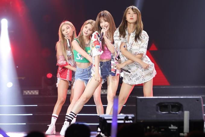Đêm nhạc có sự góp mặt của các nghệ sĩ hàng đầu đến từ Hàn Quốc. Nhóm nhạc EXID thể hiện đẳng cấp và sự chuyên nghiệp qua ba ca khúc dành tặng khán giả: Lady, DDD, Up & Down.