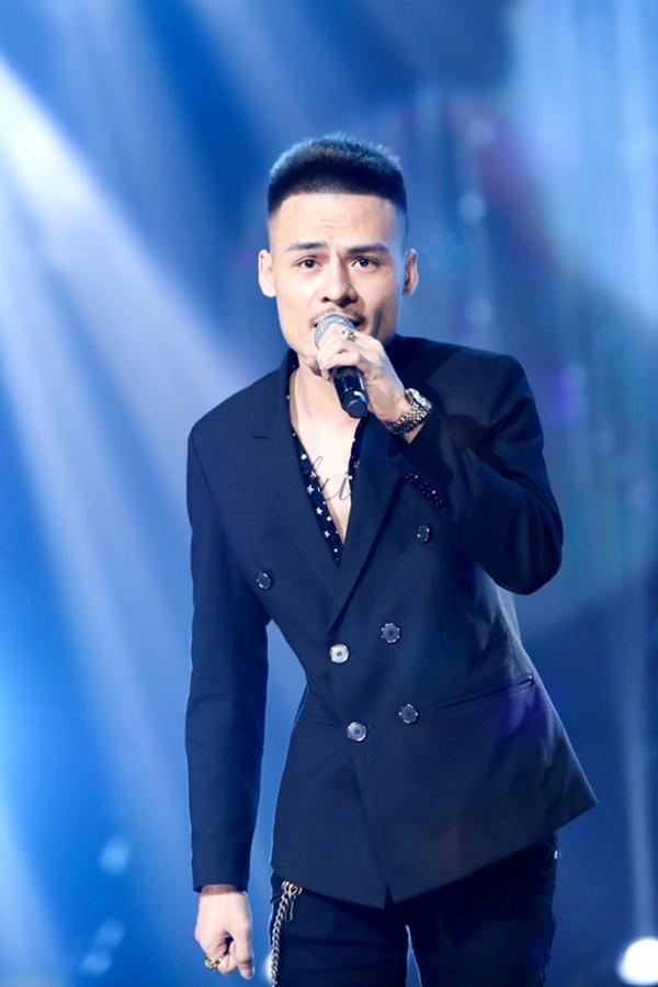 Hiện tượng livestream Hoa Vinh bắt đầu lấn sân các sân khấu ca nhạc chuyên nghiệp.