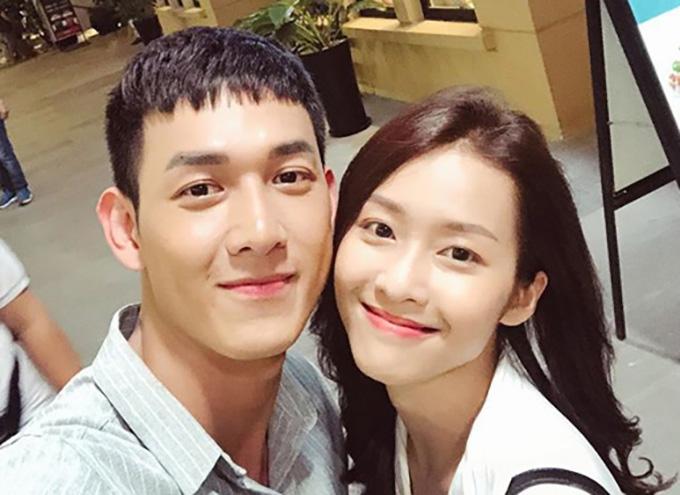 Khả Ngân và Song Luân tại hậu trường phim Hậu duệ mặt trời phiên bản Việt.