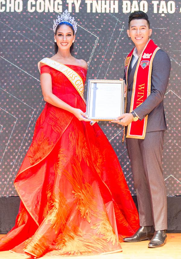Mục đích chính củaBarbara Vitorelli trong chuyến thăm Việt Nam lần này là trao bản quyền tham dự cuộc thi Miss Global.