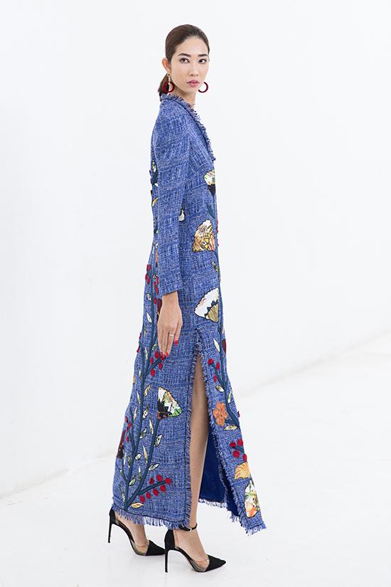 Bên cạnh các mẫu váy cocktail, váy suông vốn quen thuộc với những cô nàng bàn giấy, nhà mốt còn mang tới nhiều kiểu váy xẻ, váy tay loe ấn tượng.