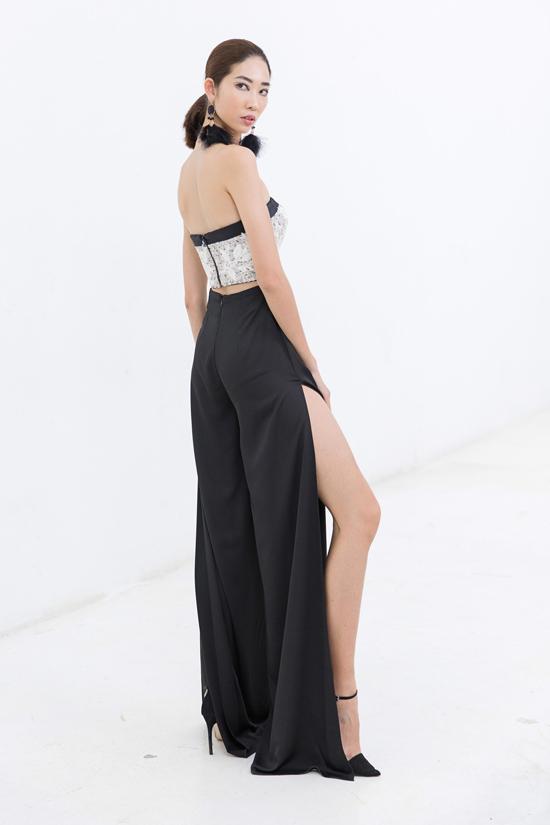 Thiết kế quần suông ống rộng vẫn có thể giúp bạn gái khoe nét gợi cảm nhờ đường xẻ tà sắc nét.