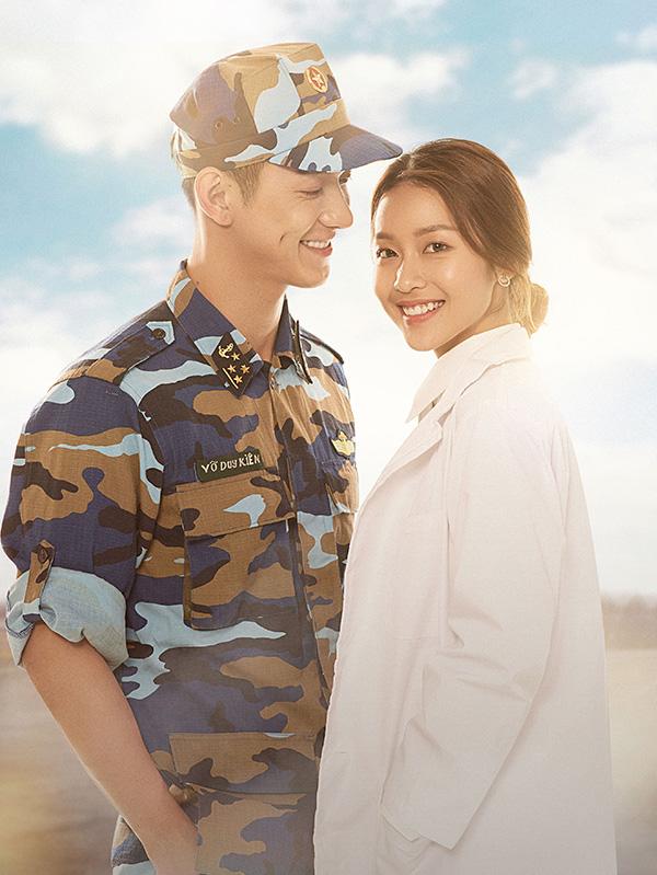 Trong phim Hậu duệ mặt trời phiên bản Việt, Khả Ngân vào vai bác sĩ Hoài Phương - ứng với vaibác sĩ Kang Mo Yeon do Song Hye Kyo đóng ở bản gốc. Song Luân vào vai đại úy Duy Kiên, ứng vớiĐại úy Yoo Shi Jin do tài tử Song Joong Ki thể hiện.