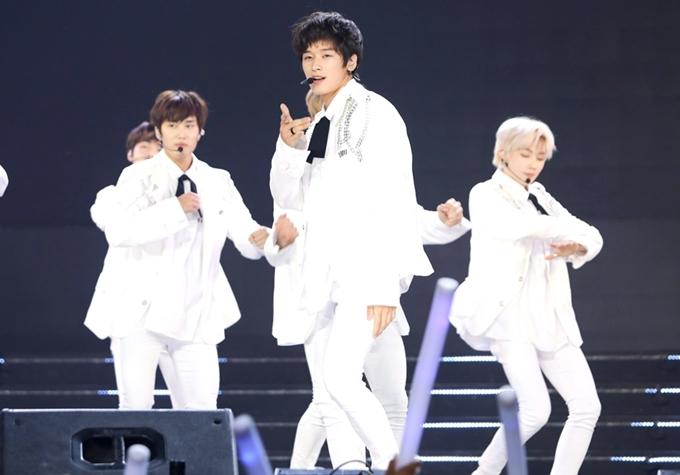 Một nhóm nhạc khác từ Hàn Quốc tham gia chương trình là The Boyz.