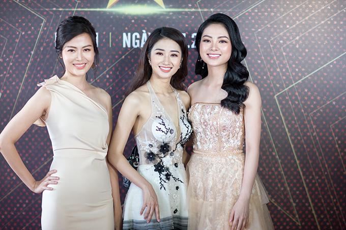 Hoa hậu Thu Ngân hội ngộ Hoa hậu Việt Nam 1994 Thu Thủy và Hoa hậu các dân tộc Việt Nam 2013 Ngọc Anh tại sự kiện. Ba người đẹp đều là giám khảo của cuộc thi tìm kiếm tài năng.
