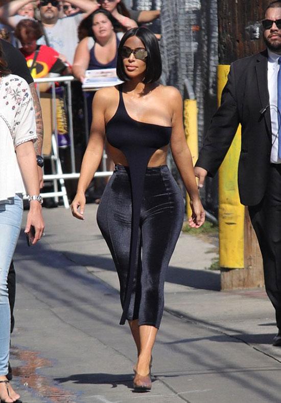 Kim tới studio phỏng vấn hôm thứ 3.