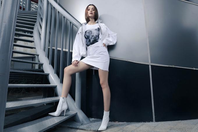 Mlee kéo dài đôi chân nhờ loạt trang phục hợp mốt - 1