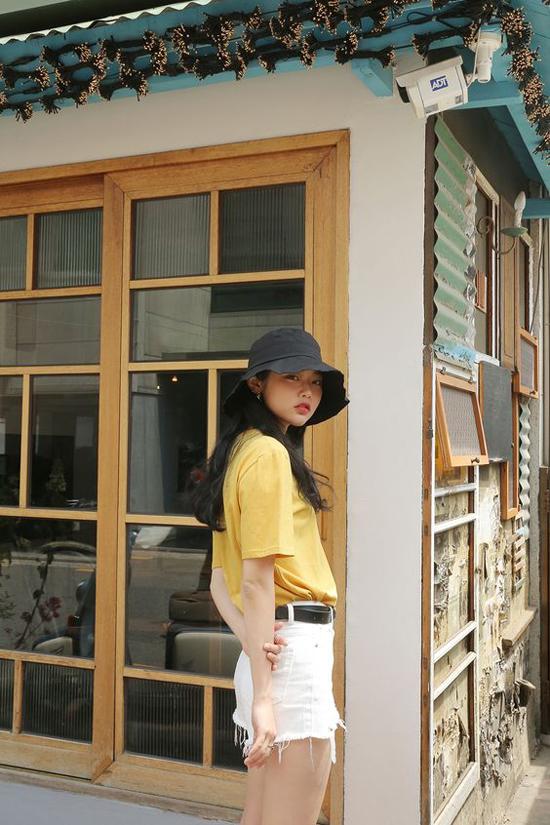 Nhiều bạn gái sợ mũ vải tai bèo dễ làm mình sến, nhưng nếu khéo chọn lựa trang phục thì bạn vẫn có được vẻ ngoài chất lừ.